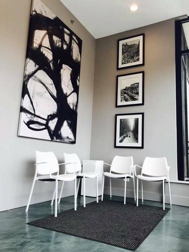 Gallery Image seating%20area.jpg
