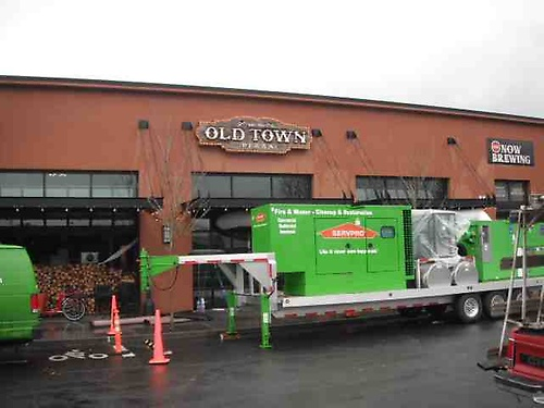 SERVPRO of Tigard/Tualatin responding to a fire at a local restaurant. On site mitigating from the secondary damages of the water used to put the fire out.