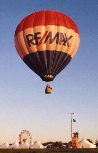 Gallery Image Remax_balloon_quebec_2005.jpeg