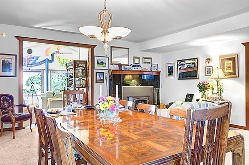 The dining room has hosted 20 years of fabled Boreas Inn breakfasts. Nestled next to the fireplace and festooned with a three course breakast, you will leave the table with a smile.