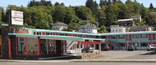 Gallery Image atomic-motel-front.jpg
