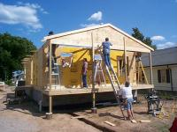 Gallery Image Team%20lifting%20front%20roof%20truss%20into%20place.jpg