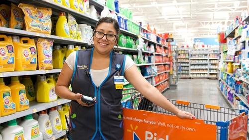 Gallery Image Walmart-Grocery-Store-Employee.jpg