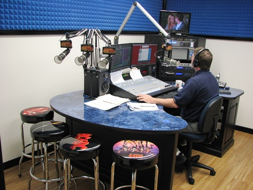 Gallery Image radio%20station%20picture%205.jpg