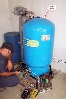Gallery Image Matthews%20Well%20and%20Pump.%20804-752-4556.%20Clay%20Checking%20air%20pre-charge%20on%20pressure%20tank.jpg