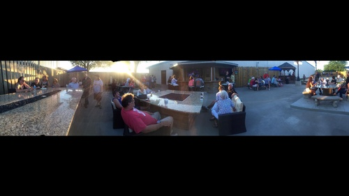 Splitz Lounge (outdoor bar, fire pits and sand volleyball)