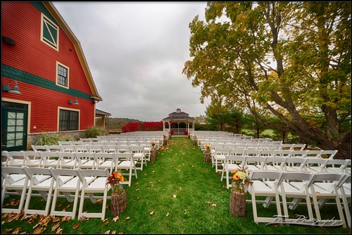 Gallery Image Red-Barn-at-Outlook-Farm-Maine-wedding-photography-103_251015-104710.jpg