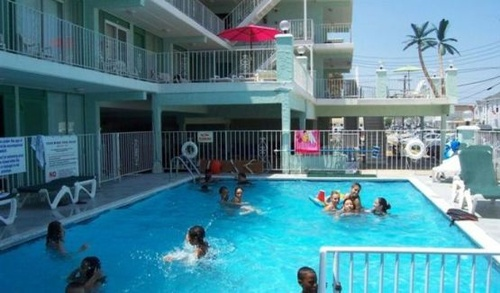 Gallery Image Four%20Winds%20Pool.JPG