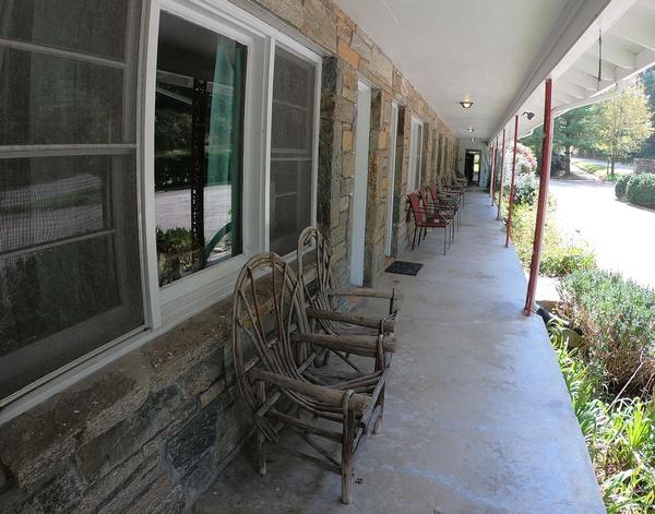 Gallery Image motel-frontage001.jpg