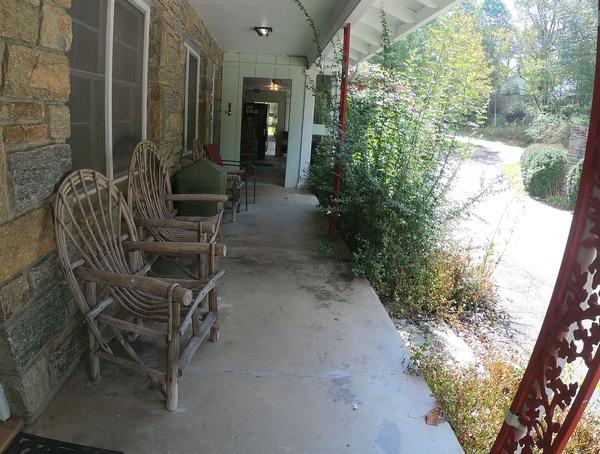 Gallery Image motel-frontage003.jpg