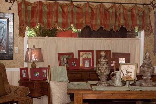 Gallery Image FA13-furniture-accessories-home-decor_250320-100644.jpg