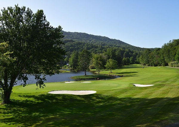 Gallery Image golf_course_championship_hole18.jpg