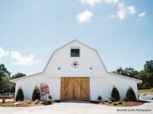 Gallery Image Front-of-Overlook-Barn-Fullv2.jpg