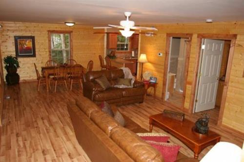 Gallery Image cabin%20dining%20room.jpg