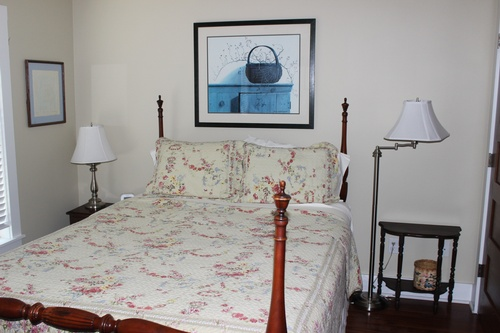 Second floor queen bedroom