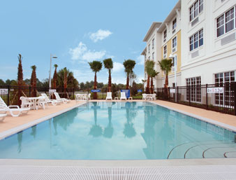 Gallery Image Days-Inn-Palm-Coast-swimming-pool.jpg