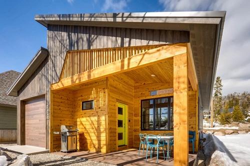 Sandy's Ski Haus