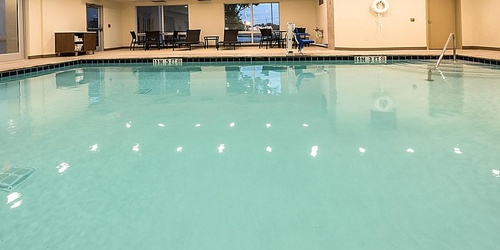 Gallery Image holiday-inn-express-and-suites-commerce-5697729201-2x1.jpg