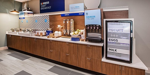 Gallery Image holiday-inn-express-and-suites-commerce-6373583093-2x1.jpg