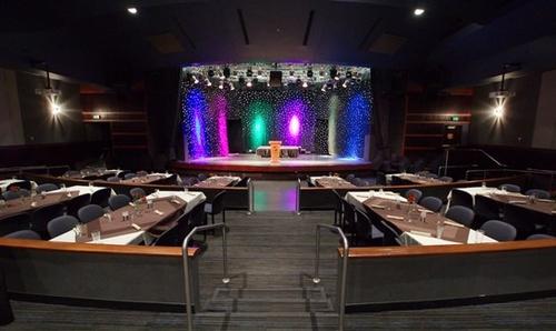 Gallery Image casino-arizona-showroom.jpg