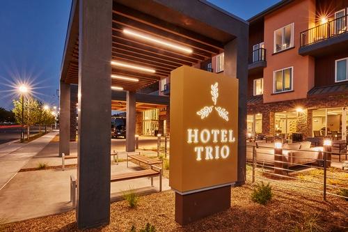 Hotel Trio Entrance