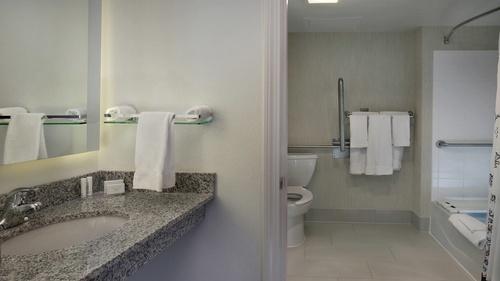 Gallery Image gonmy-bathroom-0038-hor-wide.jpg