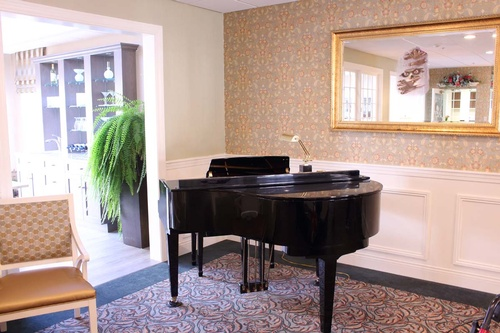 Gallery Image Live-entertainment-on-our-grand-piano.jpg