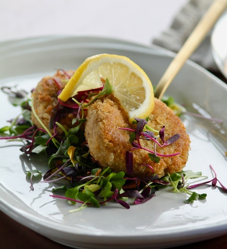 Gallery Image Maryland-Crab-Cakes_Cropped_180718-030632.jpg
