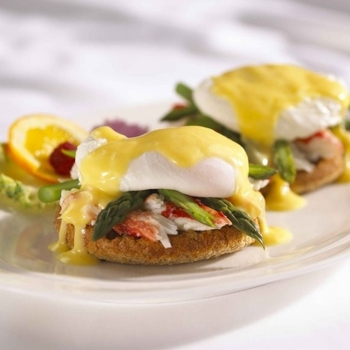 Gallery Image 12328110-lobster-eggs-benedict-at-caff-luna-rosa.jpg