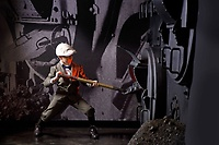 Gallery Image titanic-coal-shoveling-sm.jpg