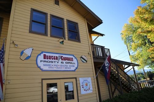 Gallery Image Burger-Express-Mount-Shasta-City.jpg
