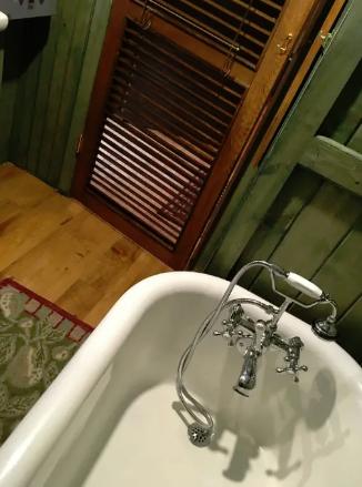 charming cabin bath with claw foot tub