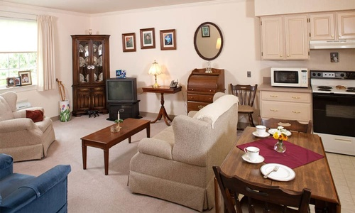Gallery Image open-living-rooms-at-the-senior-living-in-york_ywxftn.jpg