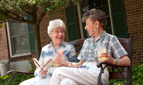 Gallery Image residents-enjoying-sunshine-at-the-senior-living-in-york_ao35ey.jpg