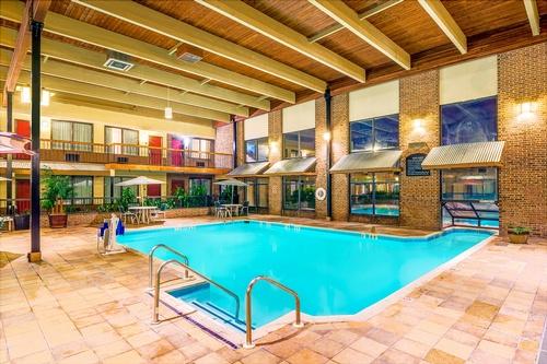 Gallery Image wyndham-pool-hotel.jpg