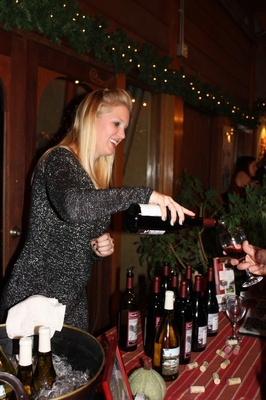 Gallery Image Truckee%20River%20Winery%20pouring.jpg