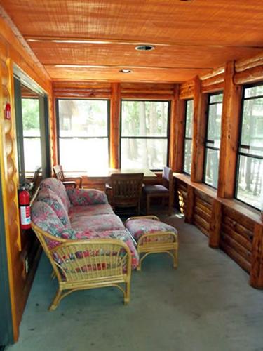 Hammond - 4 bedrooms/1.5 bath (H/C accessible)