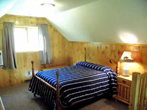 Jack & Jill - 3 bedrooms/1 bath (each side of duplex)