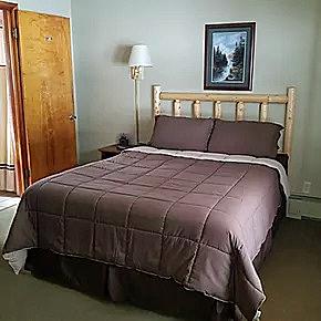 Gallery Image 1-Queen-Bed-room-A.jpg