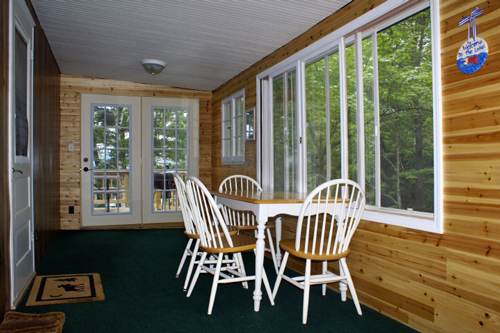 Gallery Image screen_porch_with_table-small.jpg