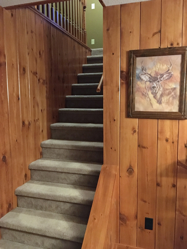 Gallery Image Stairway-Upstairs_220120-094414.jpg