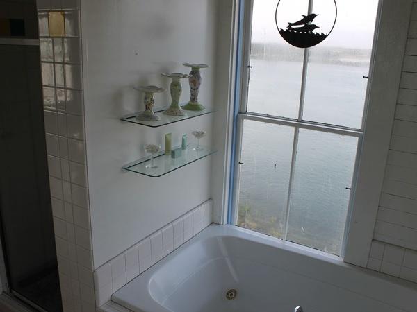 Gallery Image bathroom_060417-034225.jpg