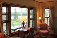 Gallery Image Cabin-Livingroom.jpg