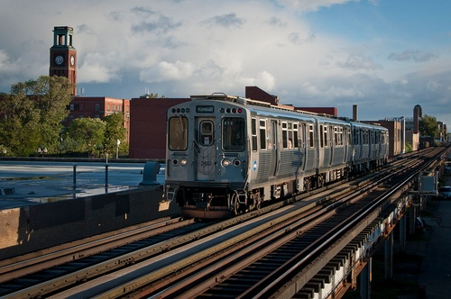 Gallery Image 1200px-CTA_Brown_Line_Train_in_Ravenswood.jpg