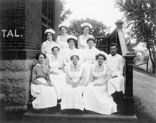Gallery Image Nurses_1912.jpg