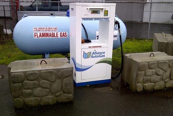 Gallery Image Willamette-valley-transport_fueling.jpg
