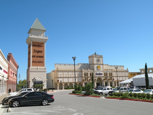 Gallery Image san-marcos-premium-outlets-16.jpg