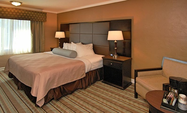 Gallery Image king-family-suite-at-best-western-carmels-town-house-lodge-hotel.jpg