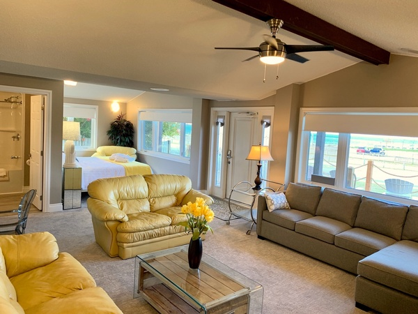 Presidential suite with open concept, King bed, private kitchen & amazing view
