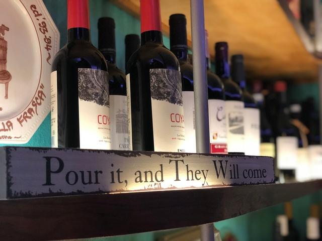 Gallery Image VenetianHotPlate_wines_030121-023027.jpg